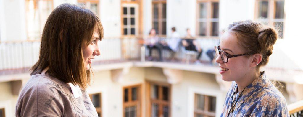 A közgazdász és a művészlélek találkozása – egy mentor útja a Konnektben