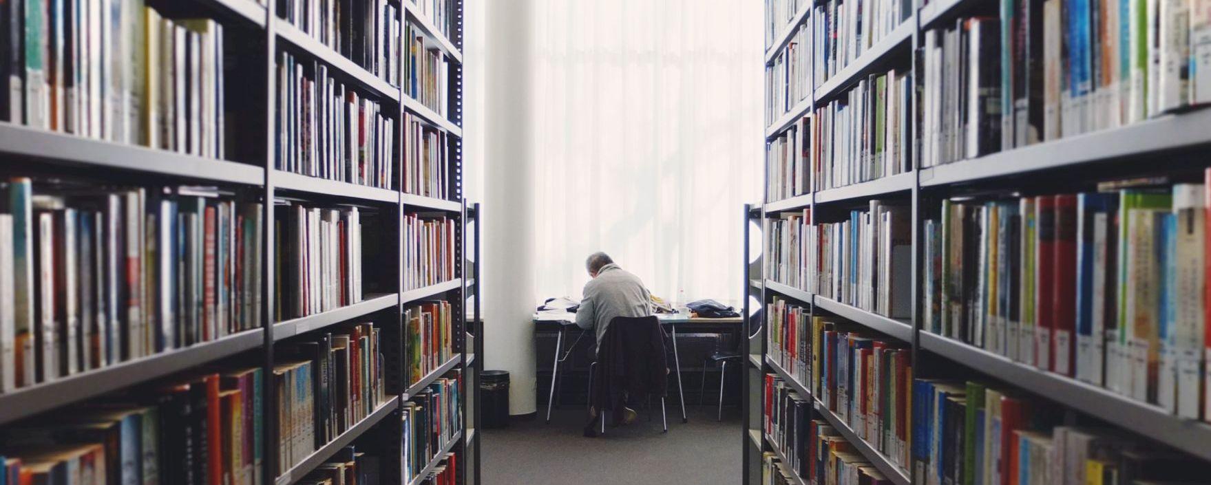 Tanulás a könyvtárban